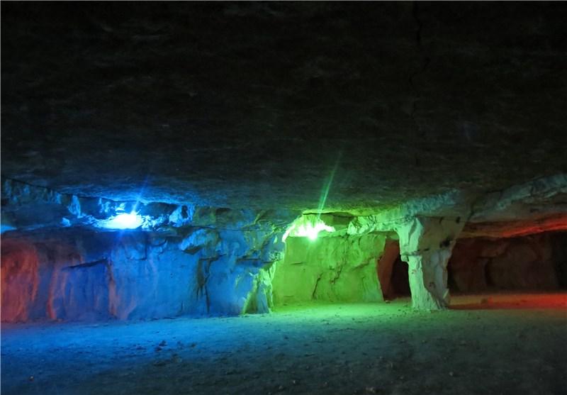 زیباییهای غار سنگاِشکن جهرم+تصاویر