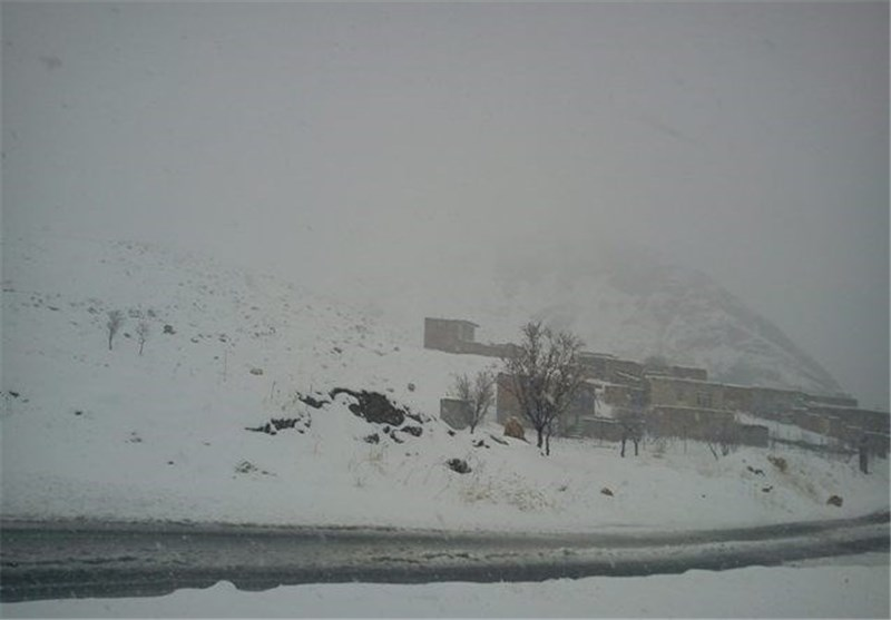بارش برف و کولاک در محور زنجان- تهم