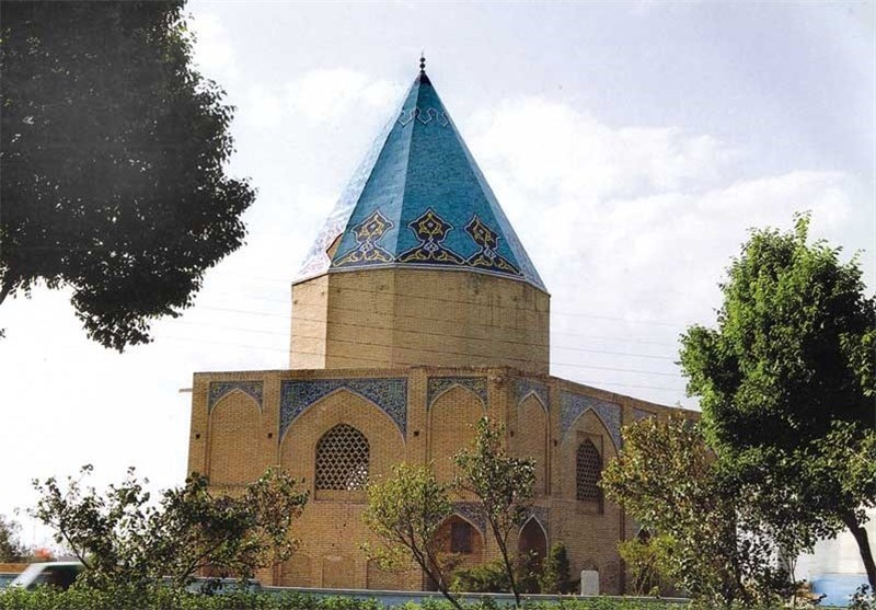 """مقبرة """"وادی السلام"""" واحدة من أبرز آثار الفریدة فی محافظة أصفهان"""