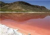سیلی کمآبی به صورت سرخ دریاچه مهارلو/ پسماندهای آلودهای که در دریاچه رها میشوند