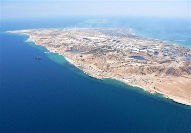 بوشهر| سپاه کشتی خارجی حامل 700 هزار لیتر سوخت قاچاق را در خلیج فارس توقیف کرد