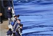 پرسنل نیروی دریایی استرالیا در حال جستجوی هواپیمای مفقود شده مالزی بر روی اقیانوس هند