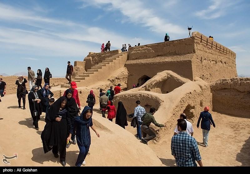 """قلعة نارنج او """"قلعة نارین"""" فی محافظة اصفهان"""