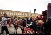 درشگه سواری در مجموعه نقش جهان - اصفهان