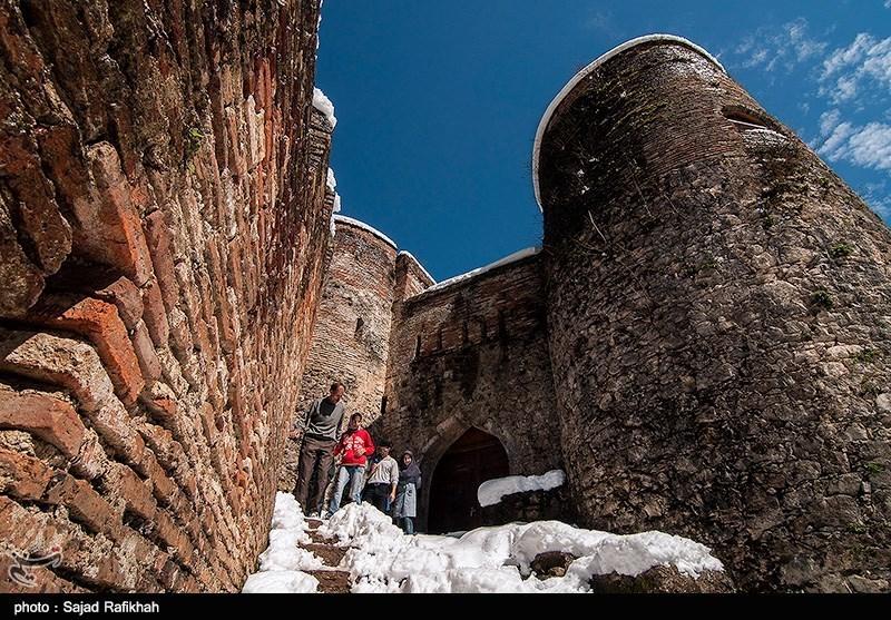 مسافران نوروزی در قلعه رود خان