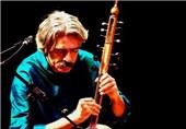 کیهان کلهر برای مردم یزد کمانچه مینوازد
