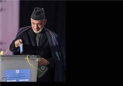 کرزاى یشکر الأفغان على مشارکتهم الملیونیة فی التصویت