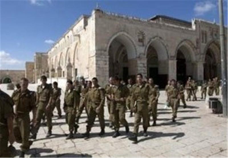 عشرات المستوطنین الصهاینة یقتحمون الیوم باحات المسجد الأقصى