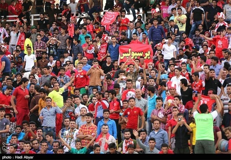حضور 25 هزار نفر هوادار در ورزشگاه/ مشکل ورود تماشاگران هنوز ادامه دارد + عکس