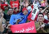 تشویق هواداران تراکتورسازی و اخراج بازیکن نفت مسجدسلیمان