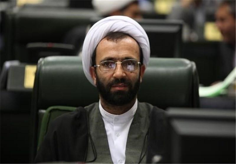 خادمی: قراردادهای جدید نفتی باید از انحصار افراد خاص خارج شود/ سلیمی: باید در مجلس بررسی و تصویب شوند/ لاریجانی: زنگنه به مجلس فراخوانده می شود