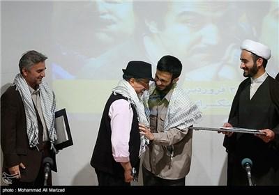 تقدیر بسیج دانشجویی دانشگاه امام صادق(ع) از عوامل سخنرانی خمسه بازیگر سریال پایتخت 3
