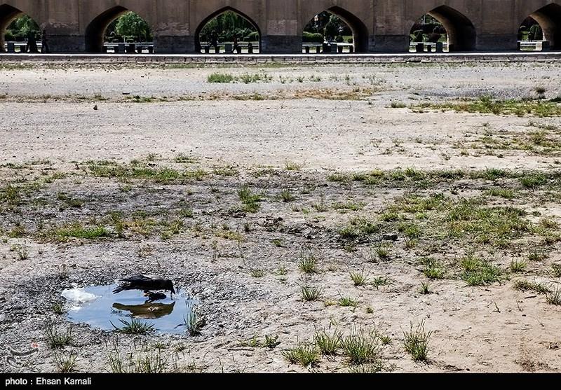 خشکسالی؛ انتظار باران و آب پاکی روی دست کشاورزان اصفهان
