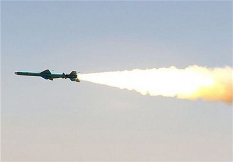 ایران الاسلامیة تختبر صاروخین جدیدین متوسطی المدى
