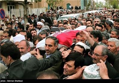 جثمان امام جمعة مدینة سنندج یواری الثری