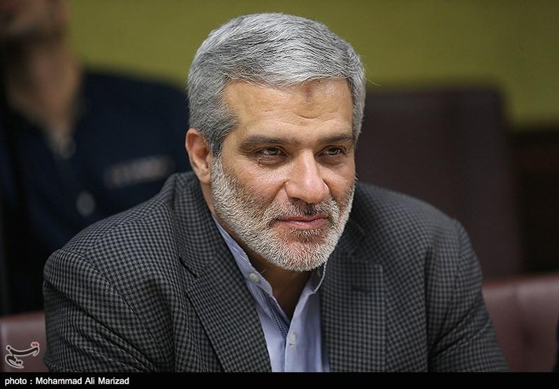 مجید قلی زاده مدیر عامل خبرگزاری تسینم در مراسم تقدیر از عوامل برنامه قند پهلو