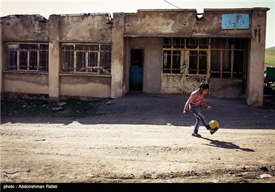 رضا کوثری پرزاد تنها دانش اموز مدرسه روستای سلیم سرابی گل تپه استان همدان