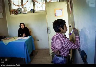 خانم لیلا خدابنده لو معلم کلاس چهارم مدرسه روستای سلیم سرابی گل تپه استان همدان است .او هر روز فاصله 55 کیلومتری شهر همدان تا این منطقه را طی می کند، تا به تنها دانش اموز این مدرسه ( رضا کوثری پرزاد ) سواد بیاموزد.