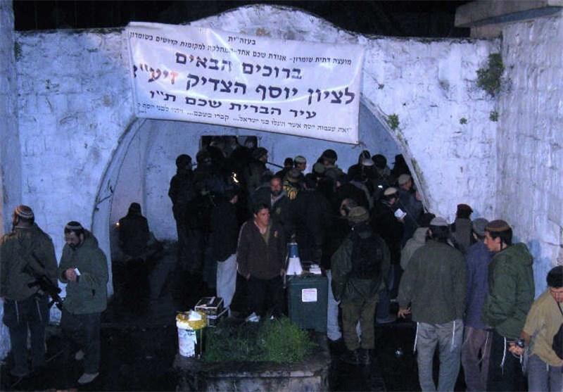 مواجهات بعد اقتحام مستوطنین قبر یوسف بنابلس