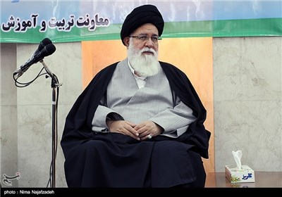 امام جمعة مشهد یستقبل قادة فیلق الامام الرضا (ع)