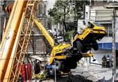 سقوط جرثقیل در بازار تهران