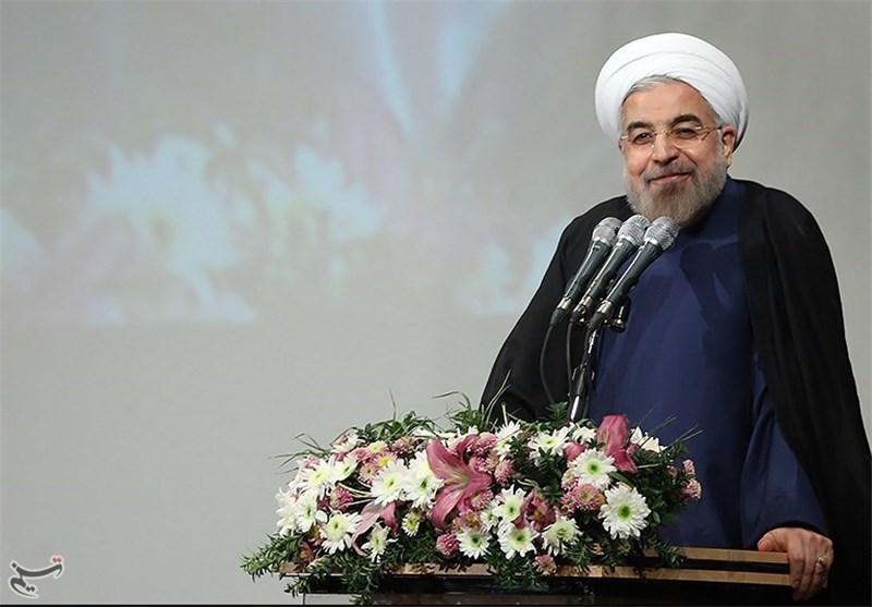 روحانی : بوادر خروج اقتصاد البلاد من الرکود والتحرک نحو الازدهار باتت ملموسة
