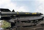 رژه 50 خودرو حامل موشکهای خلیجفارس و جنگندههای اف4 در جزیره لارک