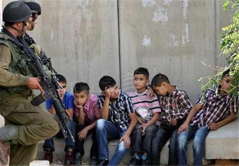 الکیان الصهیونی یعتقل اعدادا متزایدة من الاطفال فی سجون انفرادیة