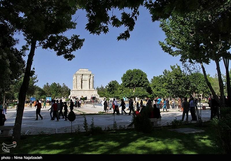 گلباران مزار حکیم ابوالقاسم فردوسی-مشهد