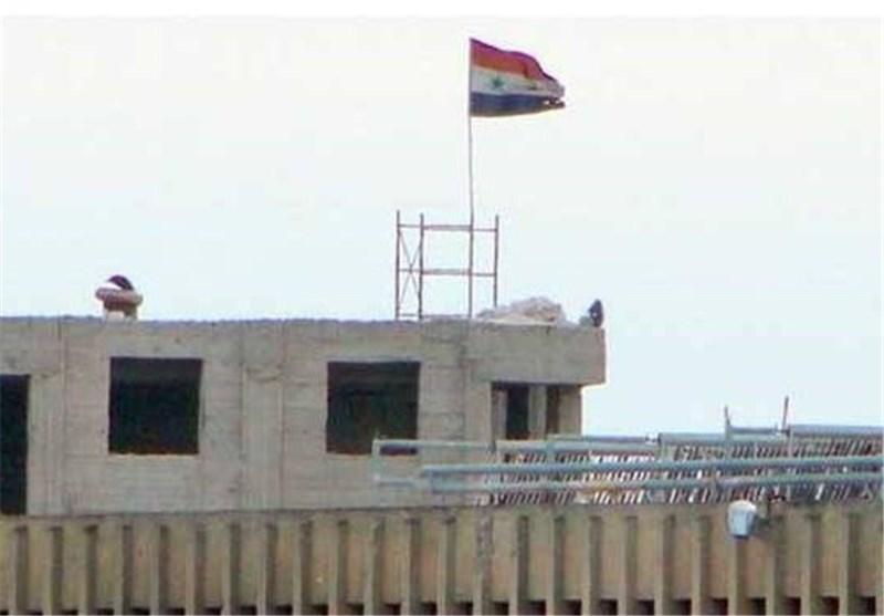 الجیش السوری یرفع علم سوریا فوق سجن حلب المرکزی ویقضی على خبراء متفجرات أجانب بریف إدلب