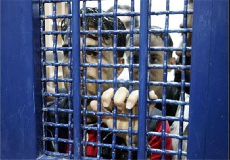 الأسرى الفلسطینییون المضربون یقتربون من الموت أکثر والاحتلال یسعى لإفشال اضرابهم