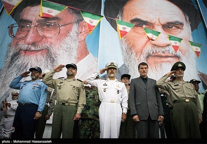 قادة القوات المسلحة یجددون العهد والمیثاق مع مبادئ الامام الخمینی (طاب ثراه)