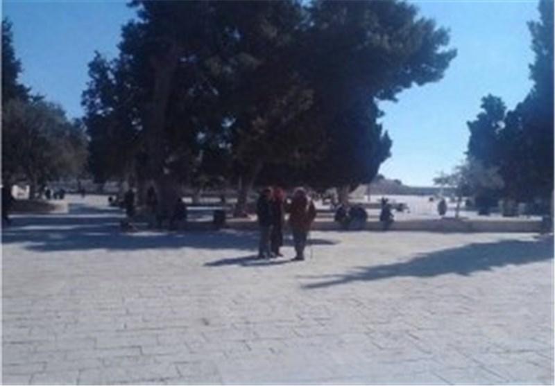 جیش الاحتلال الصهیونی یُخلی المسجد الأقصى من المُصلین ویغلق بواباته الرئیسیة