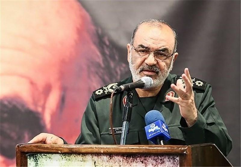 نائب قائد الحرس الثوری : سنرد فورا على العدو ردا حازما ودون تردد فی حال قیامه بأیة حماقة