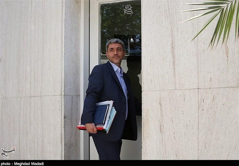 وزیر اقتصاد عازم جمهوری آذربایجان شد