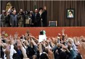 امام خامنهای وارد جایگاه سخنرانی حرم مطهر رضوی شد