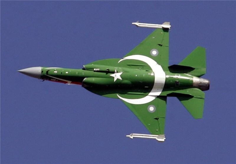 جنگندههای پاکستانی مانور فرود در خیابانهای شهری را انجام دادند +تصویر