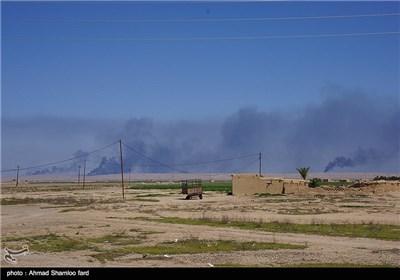 گروه تروریستی داعش هنگام فرار از شهر صلاح الدین، چاه های نفت را به آتش کشیده است.