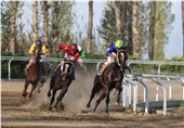 مسابقات اسبدوانی کورس پائیزه در گنبدکاووس به علت برودت هوا لغو شد