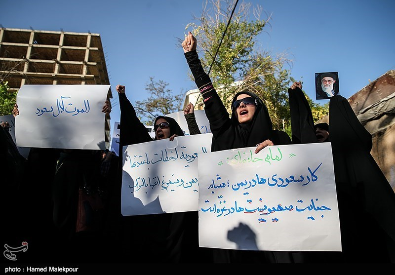 Iranian Students Protest in Front of Saudi Arabia Embassy in Tehran
