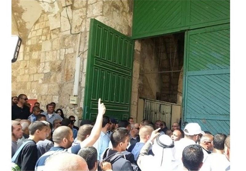 قوات الاحتلال الصهیونی تعتدی على المصلین فی الأقصى
