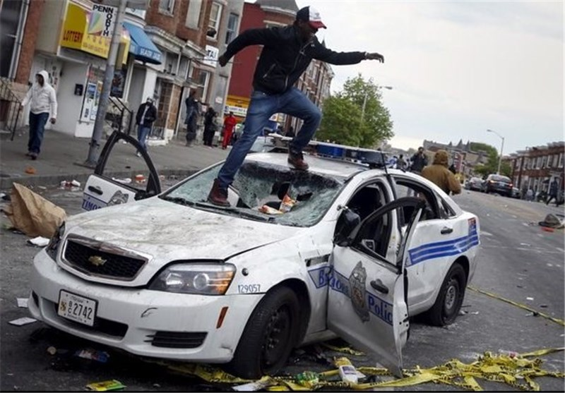 Police Enforce Curfew in Baltimore, Disperse Protesters
