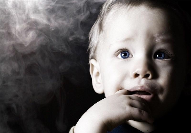 خطر دود سیگار برای کودکان