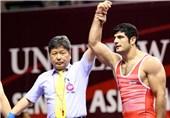 پیروزی کریمی برابر بیات/ رئیس کمیته ملی المپیک در سالن دوازده هزار نفری