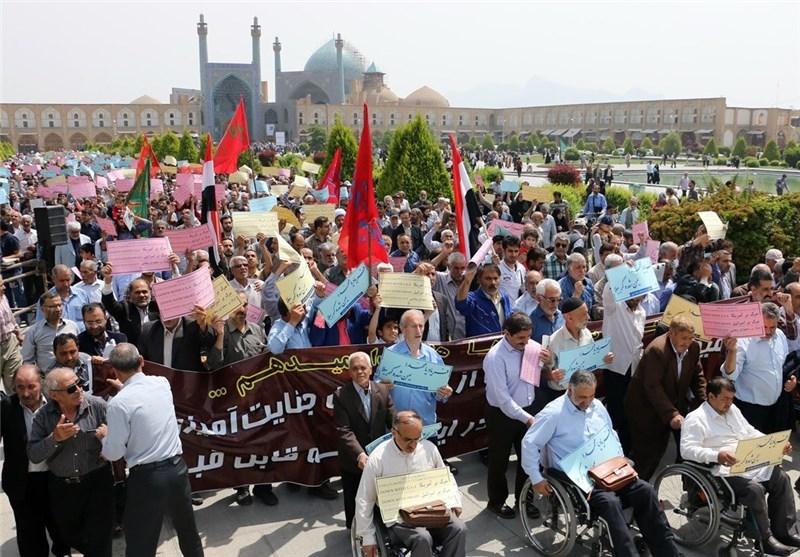 اصفهانیها در حمایت از بیانیه شورای عالی امنیت ملی راهپیمایی میکنند