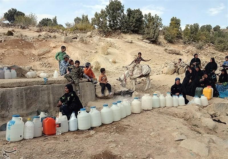 صفهای طولانی برای تامین آب شرب در مشگینشهر/مشکل آب شرب منطقه حل نشد