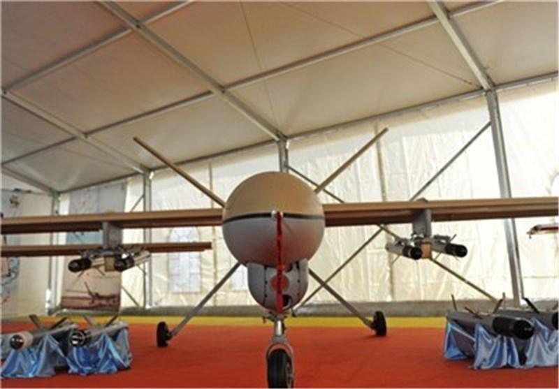 عرض احدث طراز من طائرة شاهد 129 بدون طیار فی مسیرات 22 بهمن
