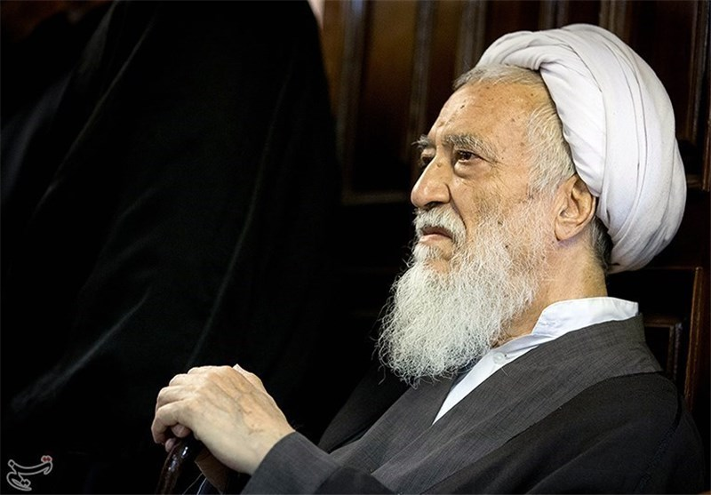 آیة الله موحدی کرمانی: التوصل الی اتفاق نووی مع الغرب لایعنی حل المشاکل بین ایران وامریکا