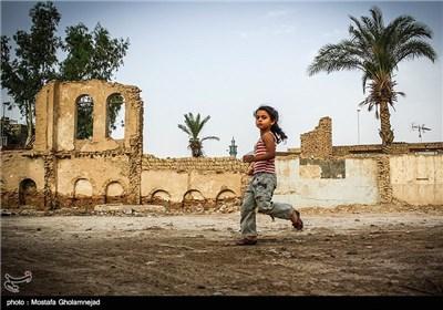ارتش عراق با استفاده از عنصر غافلگیری با تجاوز بر خاک ایران ، در ابتدای جنگ موفق به اشغال بخشهایی از جمله خرمشهر شد. رزمندگان ایران سالها بعد موفق شد اکثر مناطق اشغالی، از جمله خرمشهر را آزاد نماید.