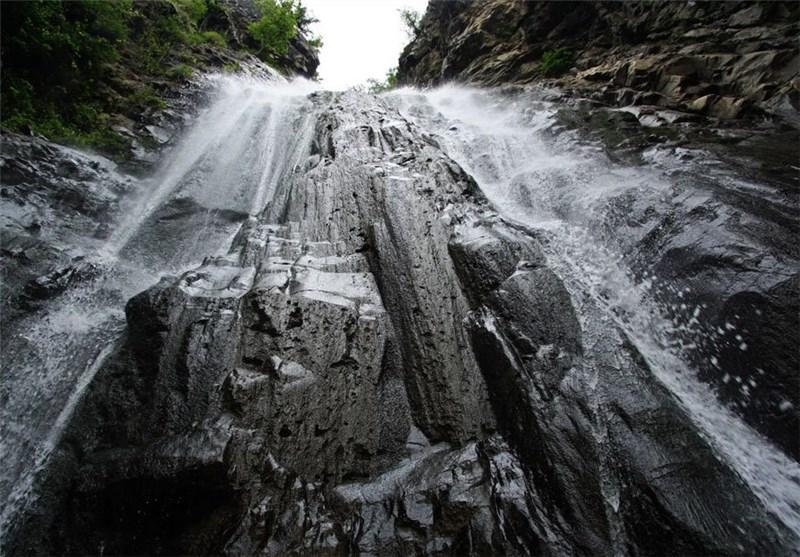 ریزش کوه آبشار سهکنج بر اثر زلزله سیرچ